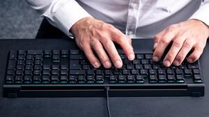 Cherry MX 10.0N RGB: 2,2 cm flache RGB-Tastatur steckt in Metallgehäuse