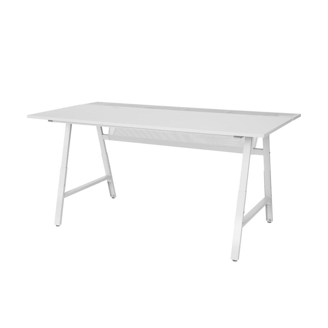 Outdoor player desk