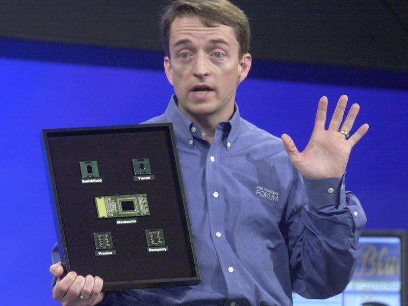 Pat Gelsinger präsentiert Dual-Core-Prozessoren