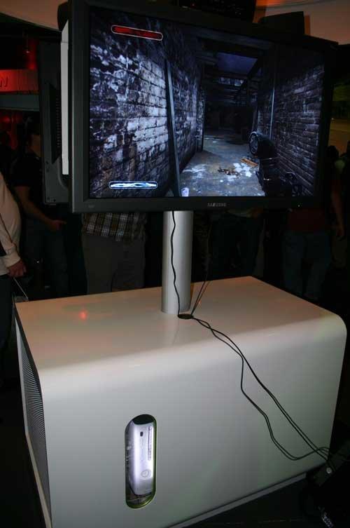 Ausgestellte Xbox 360-Konsole in überdimensionierter Box