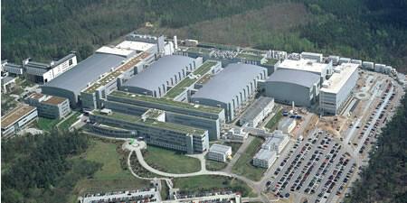 Das Fraunhofer CNT wird in den beiden rechten (hinteren) Gebäuden integriert sein (also im Reinraum und im Bürogebäude)