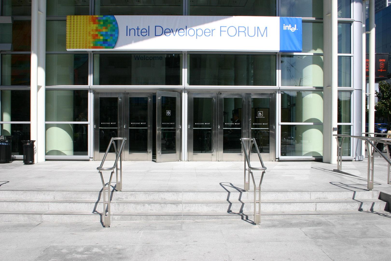 Eingang zum Intel Developer Forum Fall 2005
