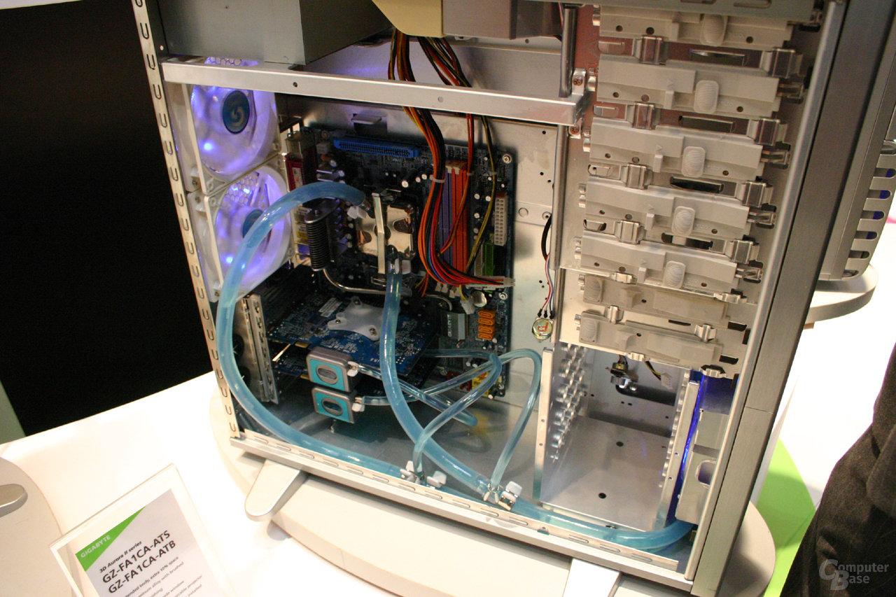 """Gigabytes neues """"Mercury Pro""""-Gehäuse mit integrierter Wasserkühlung"""