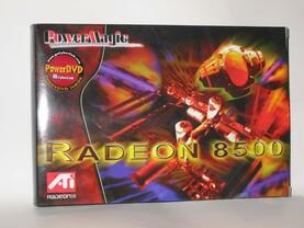 Die Verkaufsverpackung der PowerMagic Radeon 8500