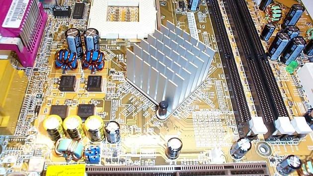 Asus A7N266-C im Test: Der nForce 415-D jetzt auch ohne Grafik
