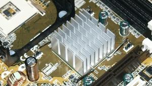 Asus P4B266-E und P4S333 im Test: Intel 850 gegen Intel 845 und SiS 645
