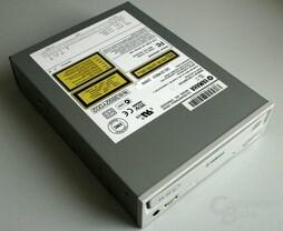 CD/R - Yamaha CRW 2100E