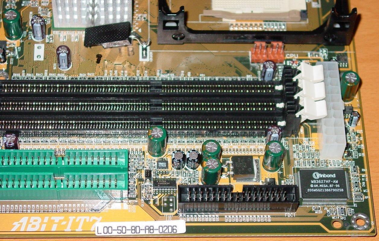 Abit IT7 Power-Floppy-Anschluss