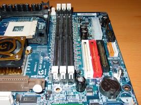 Gigabyte GA-8IEXP - RAM-Slots