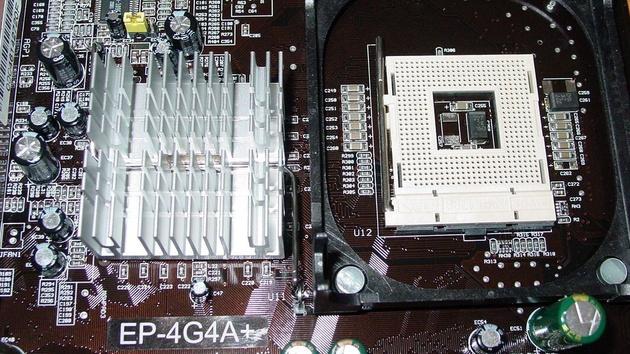 EPoX EP-4G4A+ Mainboard im Test: Verleiht der i845G mit DDR333 dem Pentium 4 Flügel?