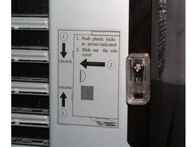 Detail: Anleitung zum Öffnen der Seitenwand