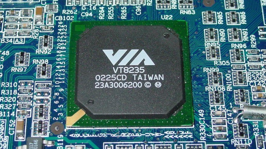 VIA P4X400 auf P4PB400-FL im Test: VIA-Chipsatz für den Pentium 4