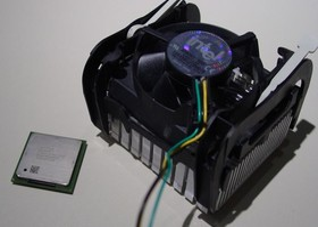 Intel Celeron 2 GHz mit Kühler
