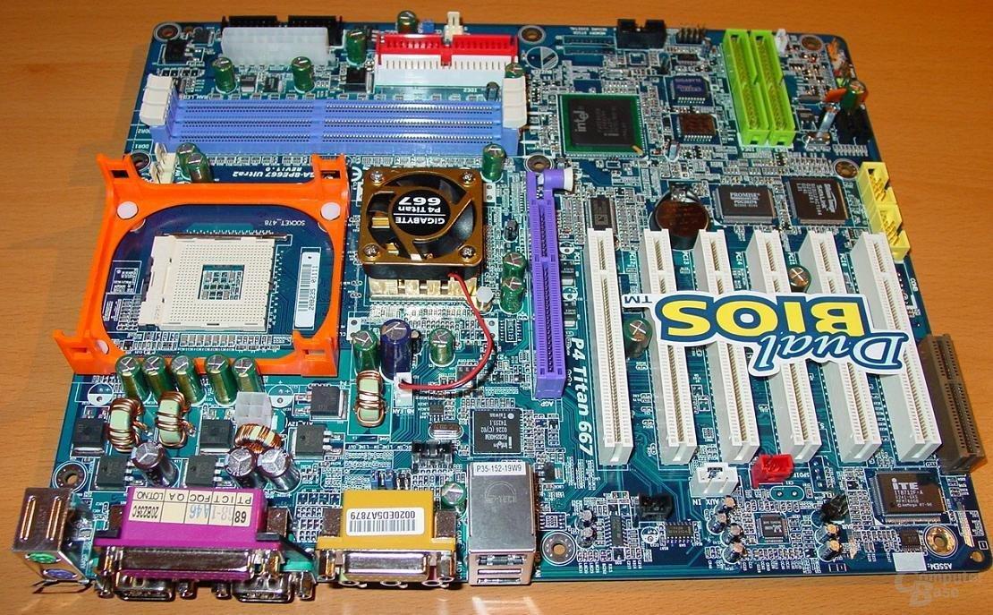 GA-8PE667 Ultra 2 - Übersicht 2