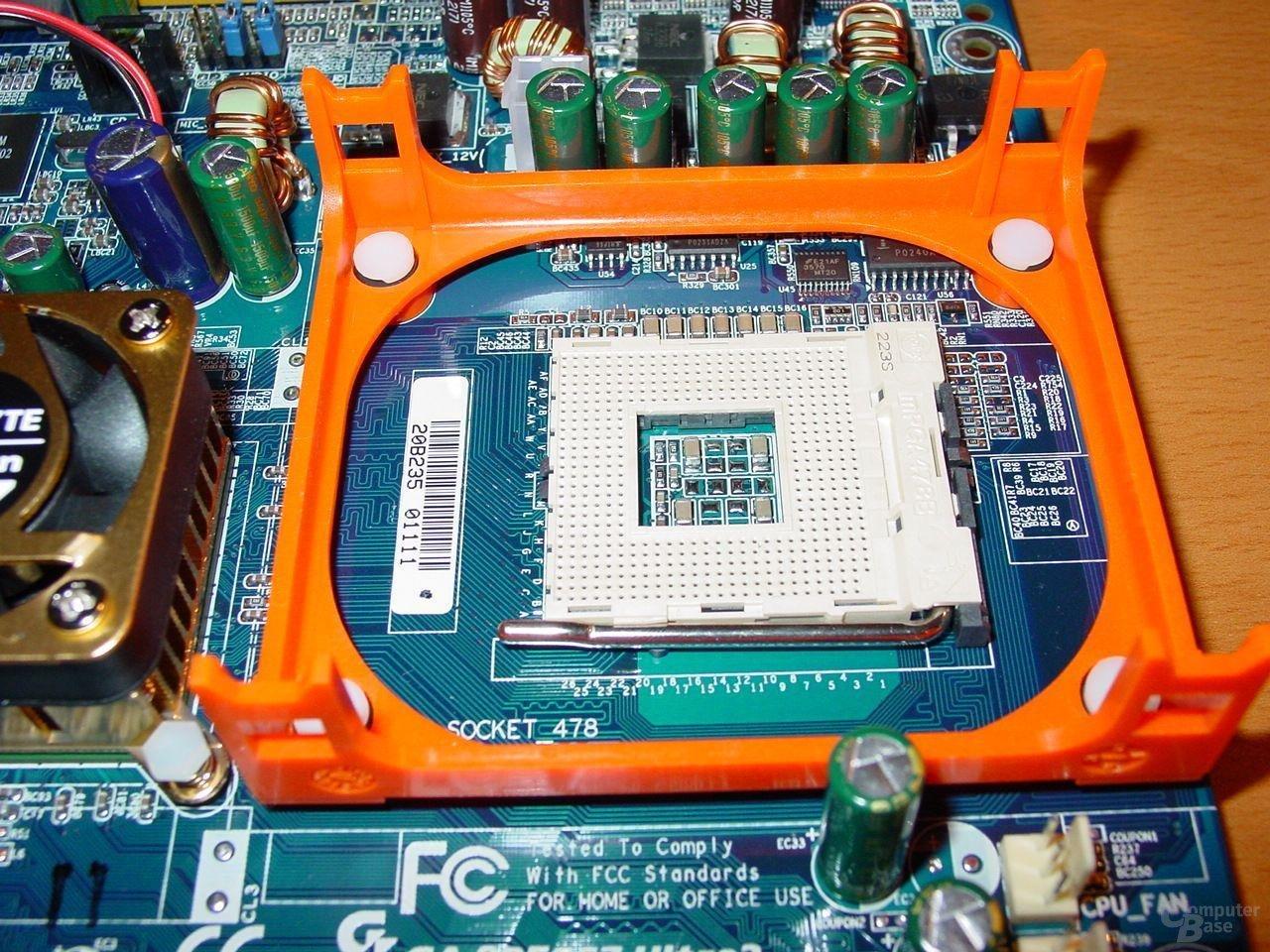 GA-8PE667 Ultra 2 - Sockel