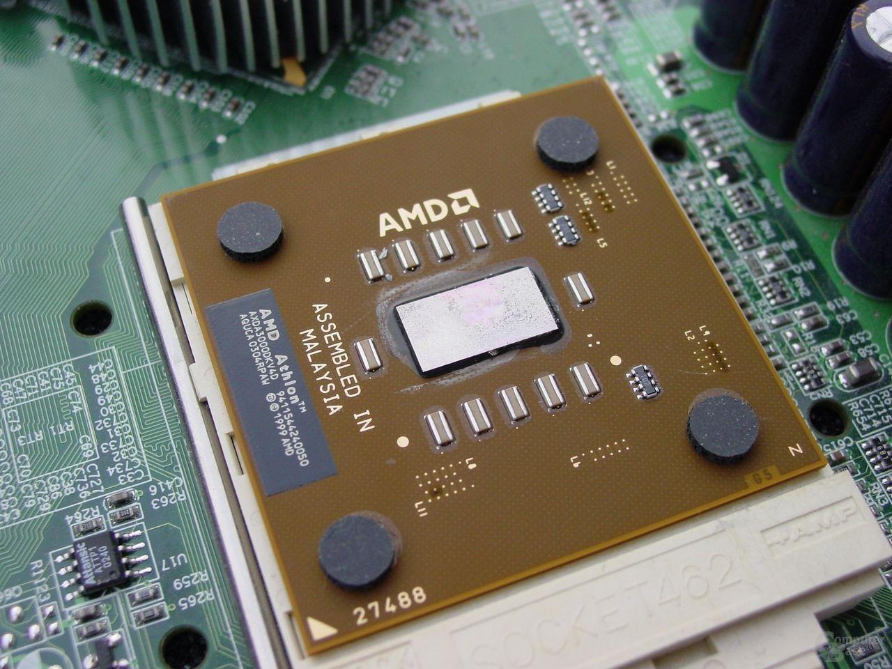EPoX 8RDA+ mit Prozessor