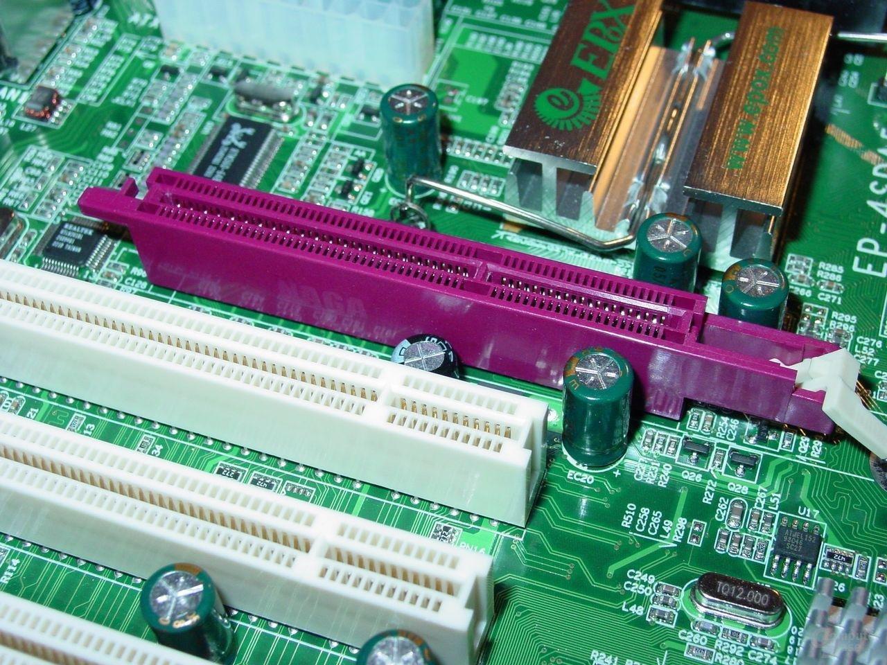 EPoX EP-4SDA5+ - AGP-Slot