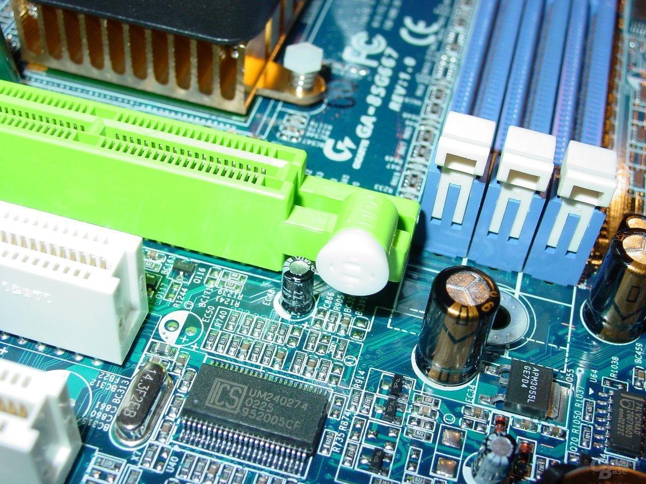 Gigabyte - GA-8SG667 - AGP-Clip