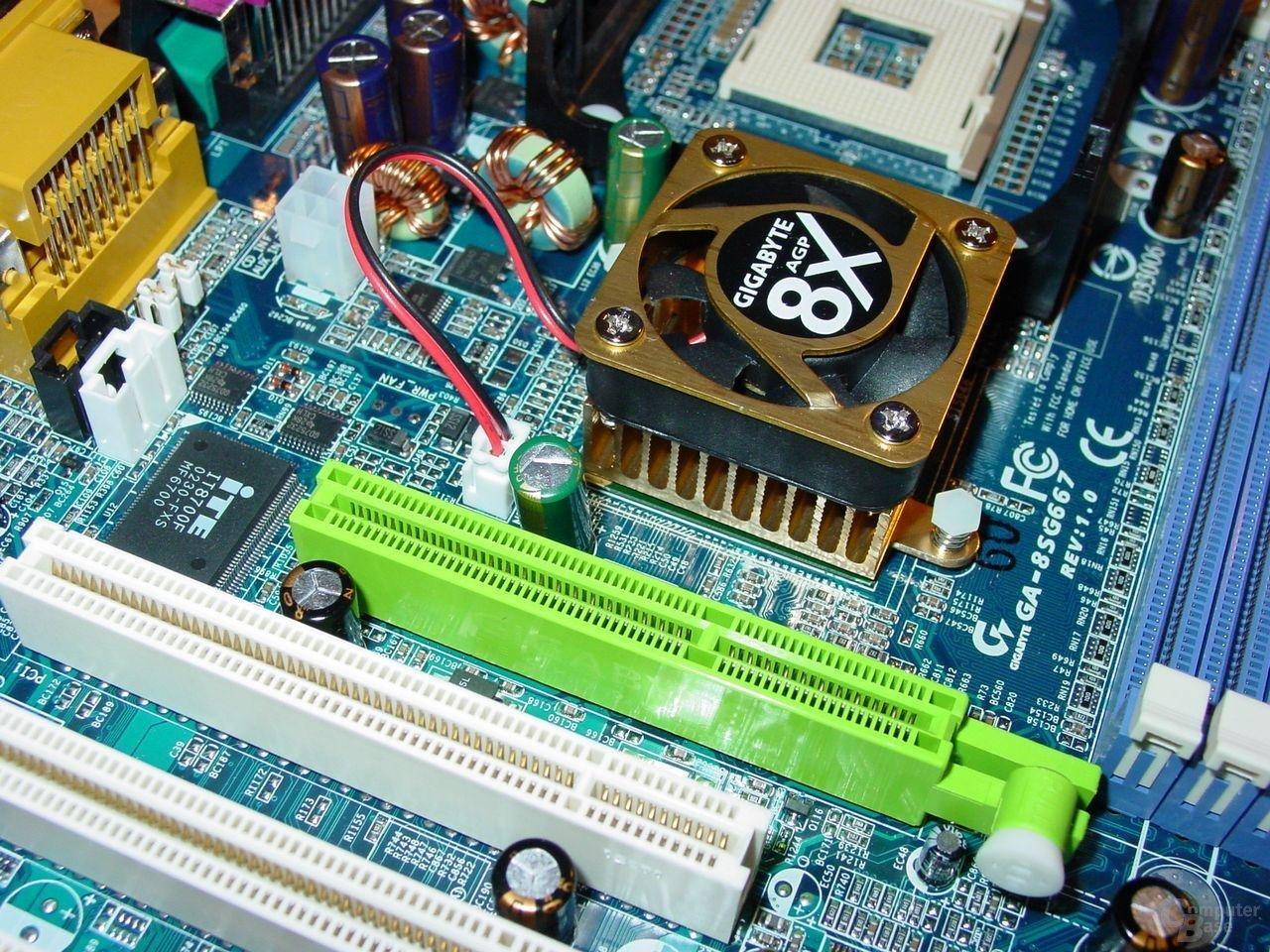 Gigabyte - GA-8SG667 - AGP