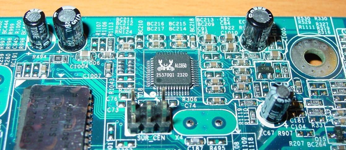 Gigabyte - GA-8SG667 - ALC650
