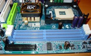Gigabyte - GA-8SG667 - RAM-Steckplätze