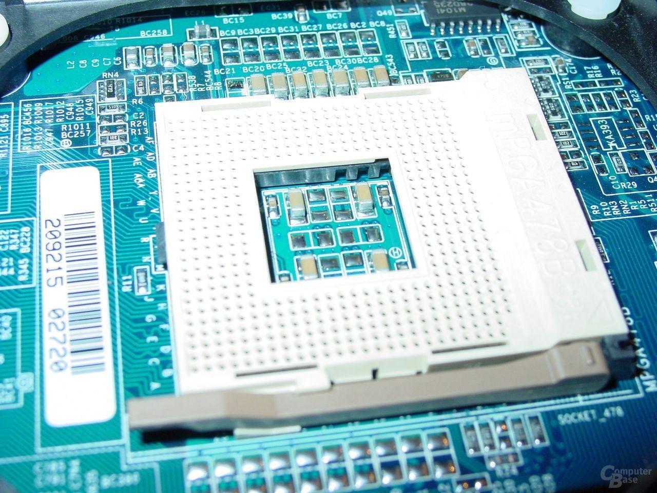 Gigabyte - GA-8SG667 - Sockel - 2