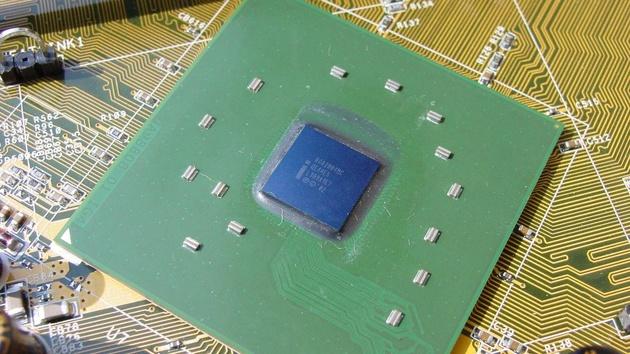 Intel i875P Canterwood im Test: Asus P4C800 Deluxe & Intel D875PBZ verglichen