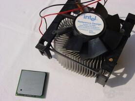 Intel Pentium 4 3,0C GHz mit Referenzkühler