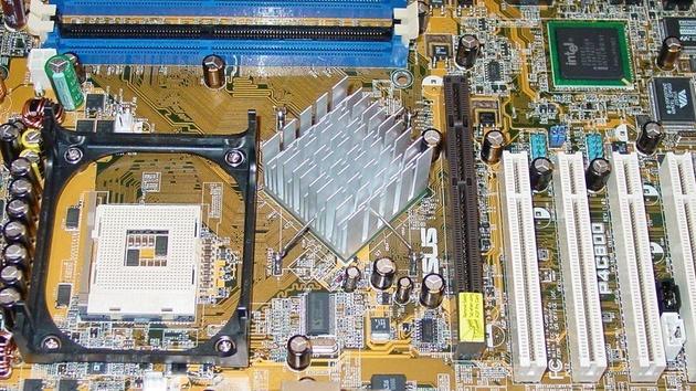 Günstig zum 800 MHz Frontside-Bus: Der i845PE zeigt was in ihm steckt