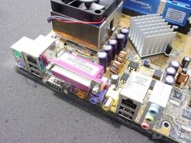 Die beiden nForce 2 Platinen von Asus unterscheiden sich kaum.