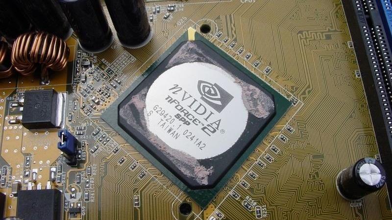 Der FSB400 im Test: Das Asus A7N8X in Revision 2.0 ist schneller