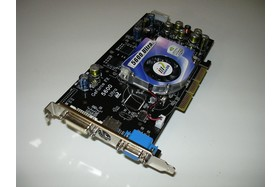 Inno3D FX5600 ultra Karte Front Angle