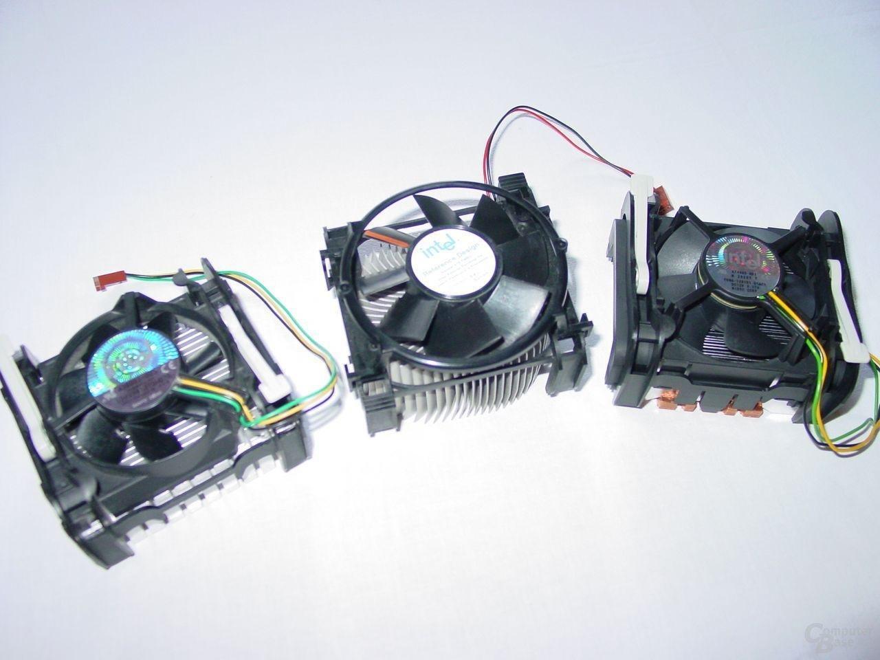 v.l.n.r: Alter Pentium 4 Boxed Kühler - Pentium 4 Referenzkühler - Pentium 4 Boxed Kühler ab 3,0 GHz (Modell A)