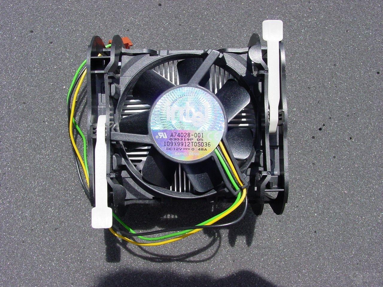 Intel Pentium 4 3,2 GHz Boxed Kühler (Modell B)