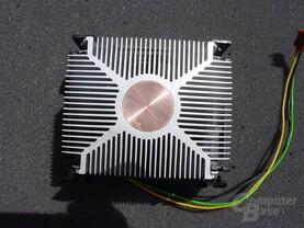 Intel Pentium 4 3,2 GHz Boxed Kühler von unten (Modell B)