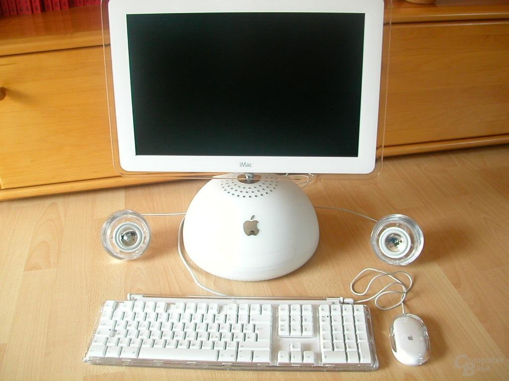 iMac, Tastatur, Mouse und Boxen