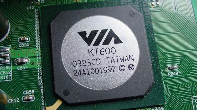 EPoX 8KRA2+ mit VIAK KT600 im Test: Holt VIA zum Gegenschlag aus?