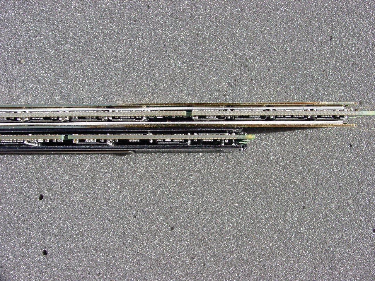 Die Module von Corsair sind Single Sided, OCZ hat sich für eine doppelseitige Bestückung entschieden.