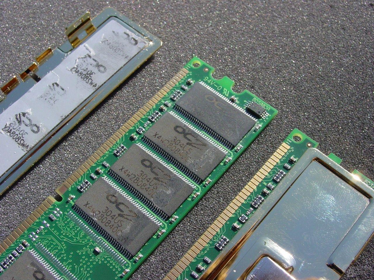 Die OCZ EL DDR PC3700 Dual Channel Gold basieren auf Samsung DDR333 Chips