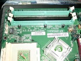 Epox 8RDA3+ DIMM Slots