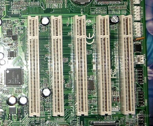 Epox 8RDA3+ PCI-Slots