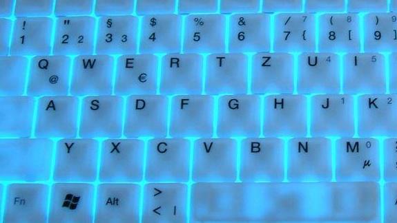 Keysonic Blue Steel im Test: Beleuchtete Spielertastatur