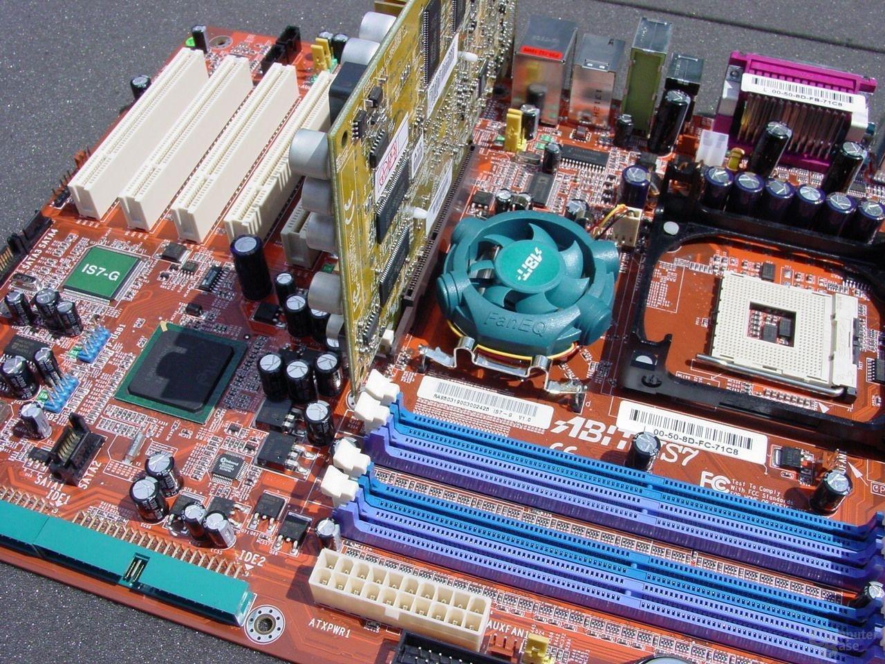 Abit IS7-G, Grafikkarte und die blockierten RAM-Slots