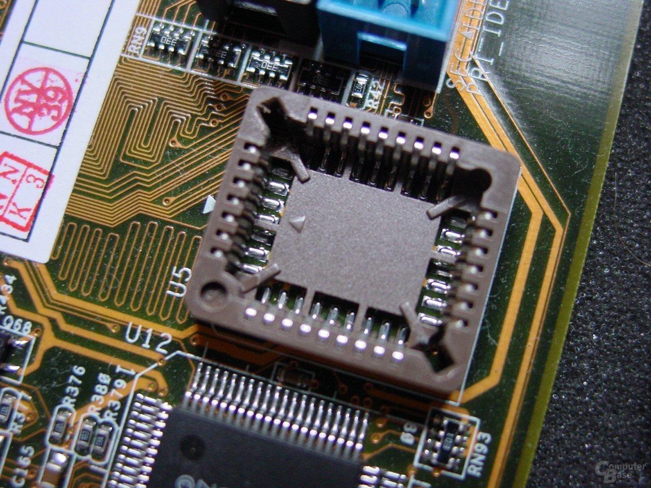 Der BIOS-Sockel des Asus A7N8X
