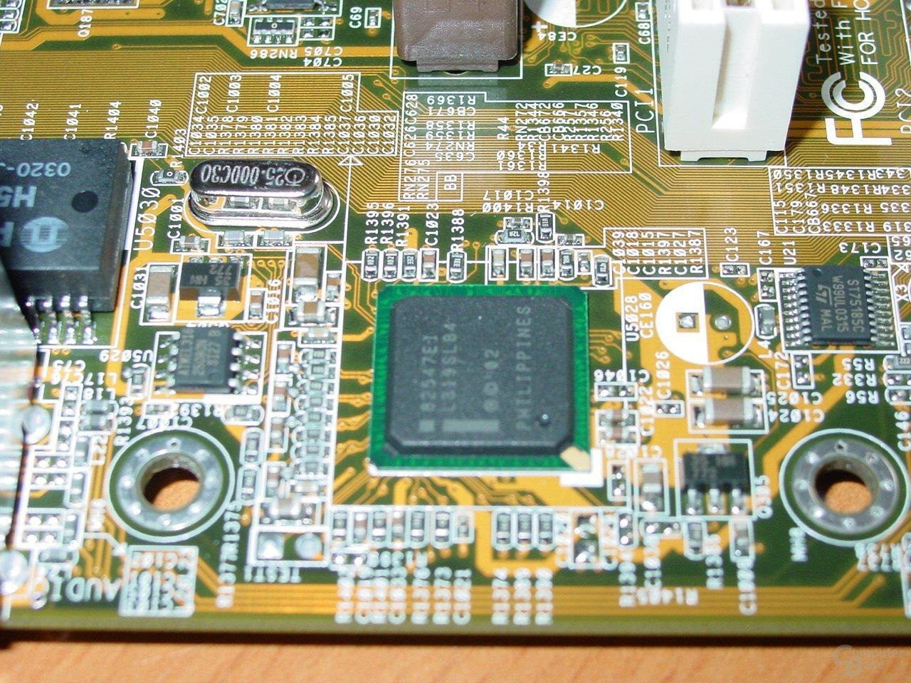 Asus P4C800-E Deluxe - Intel CSA Gigabit LAN