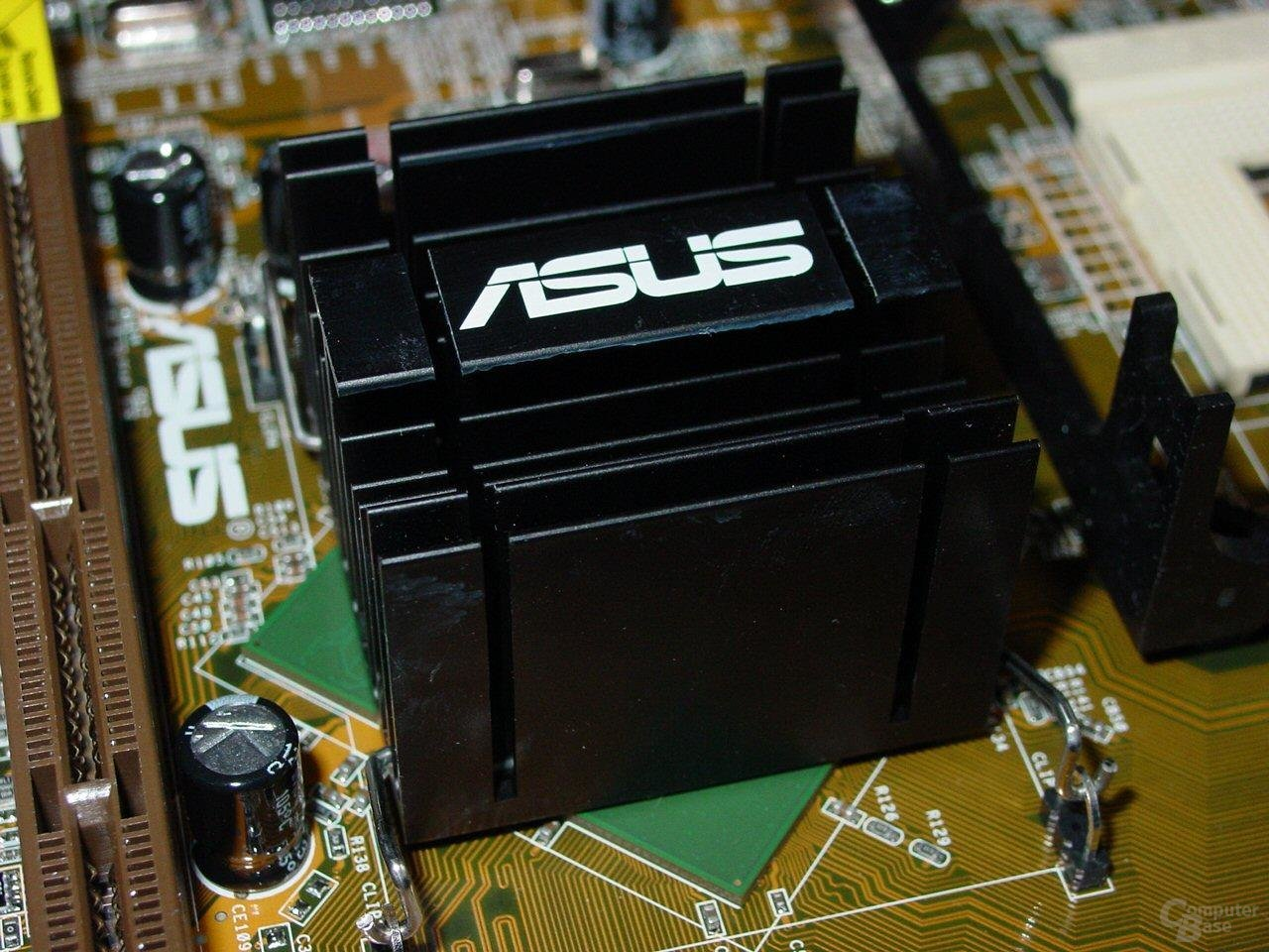 Asus P4C800-E Deluxe - MCH Kühlkörper