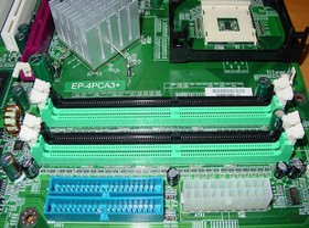 EPoX EP-4PCA3+ - RAM Steckplätze