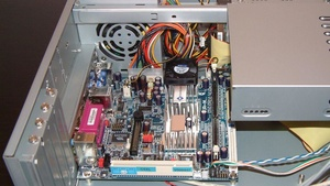 Low-Noise Wohnzimmer-PCs von VIA im Test: Zwei Konzepte im Vergleich