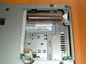 Kühlkörper der Heatpipe, Luftschlitze und Lüfteranschluss