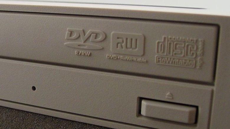 Vier DVD-Multiformat-Brenner im Test: Wettstreit der DVD-Allrounder